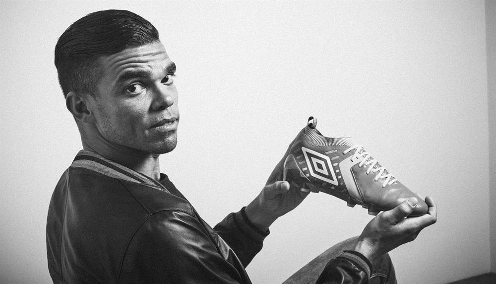 Portekizli defans oyuncusu Pepe, Umbro'nun reklam yüzü olan futbolcuların başında geliyor.