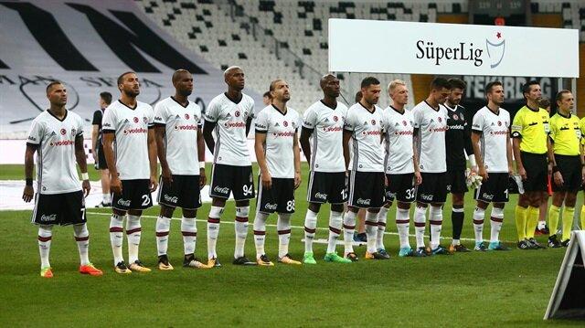 Beşiktaş'ın 35 yaşındaki yıldızı Pepe, futbol kariyeri boyunca Umbro marka kramponu tercih etti.
