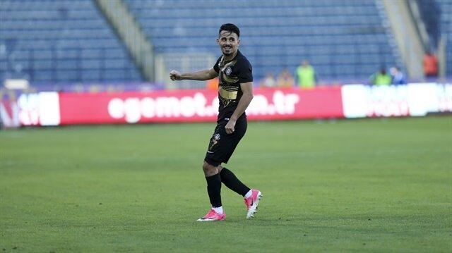 Osmanlıspor'un 26 yaşındaki futbolcusu Serdar Gürler bu sezon çıktığı 11 maçta 3 gol attı, 5 de asist yaptı.