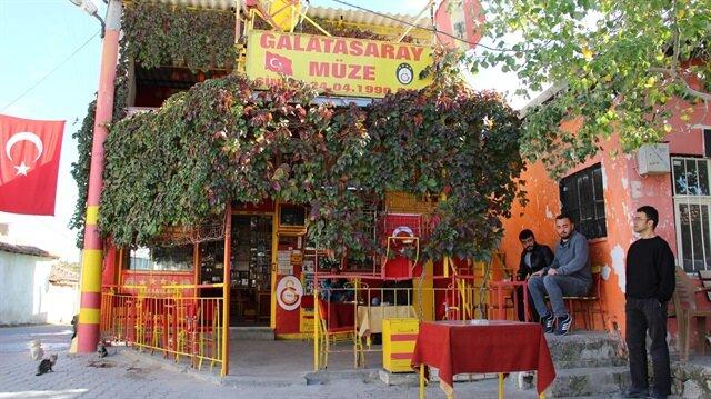Birkaç fotoğrafla başlayan kahvehane, yıllar sonra Galatasaray müzesi haline geldi.