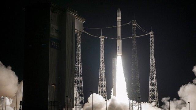 """Bu uyduyla birlikte Fas'ın ikinci uydusu olan Muhammed VI"""" Mısır ve Güney Afrika'dan sonra uzay teknolojisinde üçüncü Afrika gücü olacak."""