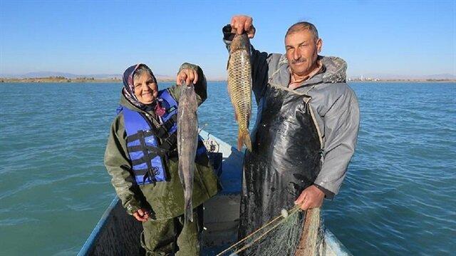 30 yıldır balıkçılık yapan Yılmaz çifti 5 çocuk büyütmüş.