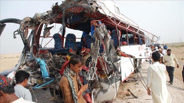 Pakistan'da kaza yapan otobüs