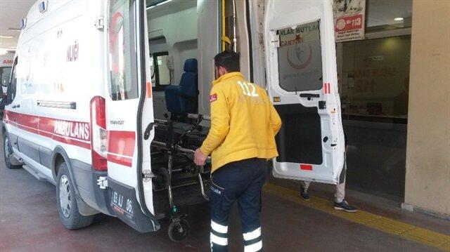 Yaralılar ambulanslarla hastanelere kaldırıldı.