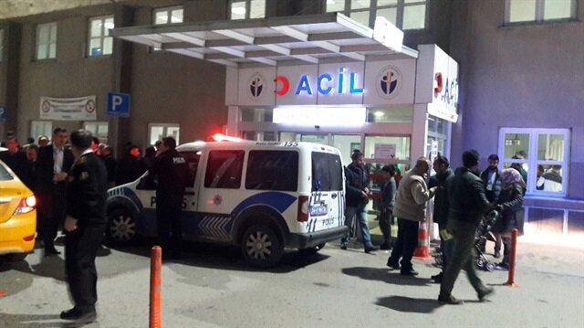 Çıkan arbedede 2 kişi bıçakla, 3 kişi de darp sonucu yaralandı.