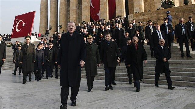 Anıtkabir'de düzenlenen törenlere Cumhurbaşkanı Erdoğan ve devlet erkanı katıldı.