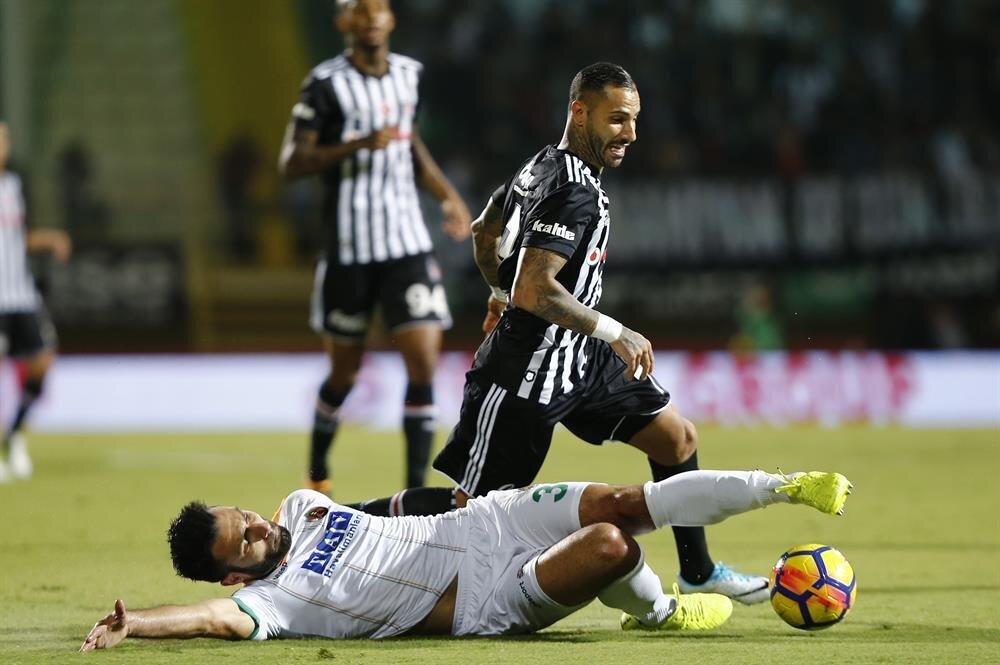 Quaresma bu sezon Beşiktaş formasıyla 15 resmi maça çıktı. 34 yaşındaki yıldız bu maçlarda 1 gol, 4 asistlik performans sergiledi.