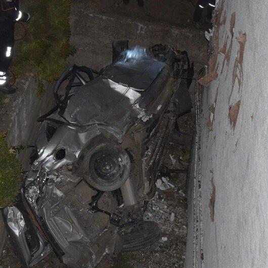 Önce balkona sonra direğe çarptı: 2 ölü