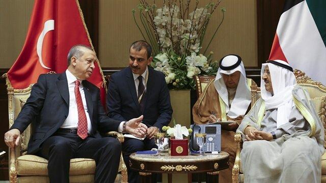 Turkish President Recep Tayyip Erdoğan and Kuwaiti Emir Sheikh Sabah Al-Ahmad Al-Jaber Al-Sabah