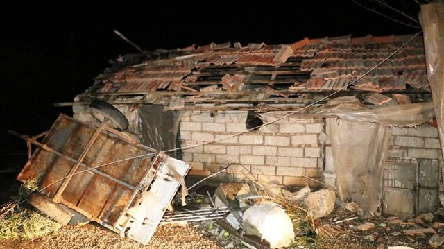 Antalya'da etkili olan hortum nedeniyle 31 kişi yaralandı. Birçok mülk de kullanılamaz hale geldi.