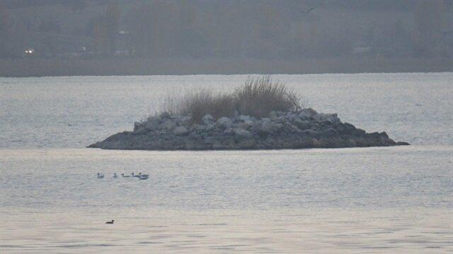 Beyşehir Gölü'nde adacıklar oluştu.