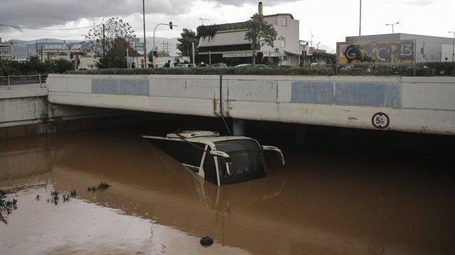 Yunanistan'da sel felaketi hayatını olumsuz etkiliyor.