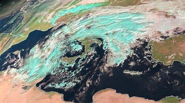 Akdeniz'de nadir görülen bir meteorolojik olayın Türkiye'ye doğru yaklaştığı belirtildi.