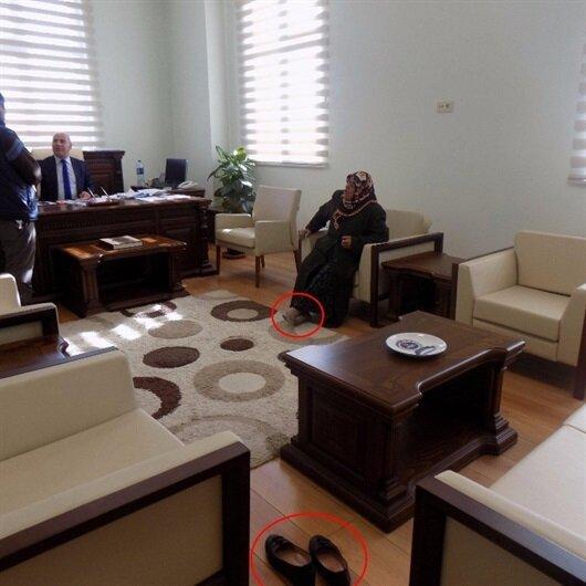 Vali yardımcısının makamında 'halı kirlenmesin' diyerek ayakkabılarını çıkardı