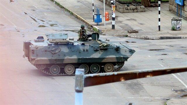 Orduya ait tankların dün başkent Harare'ye doğru harekete geçmesi sonrası ülkede tansiyon yükseldi.