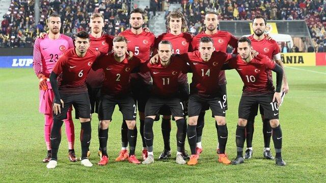 A Milli Takım'ın Romanya ile oynadığı maçta sahaya kaptan olarak çıkan Selçuk İnan'ın milli kariyerini sonlandırması bekleniyor.