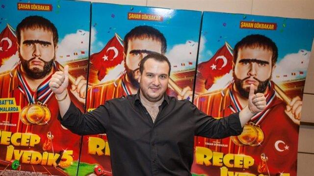 Şahan Gökbakar, Recep İvedik serisine toplamda 5 tane film çekti.