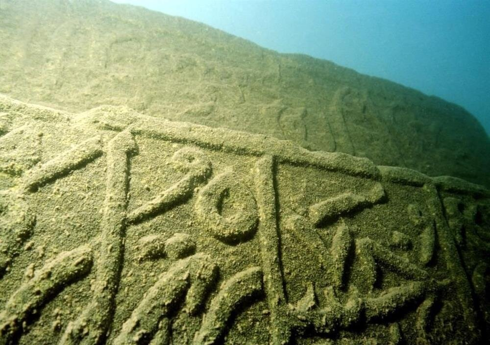 Van Gölü'nün içinde bulunan taşlar için yeraltı müzesi yapılması düşünülmektedir.