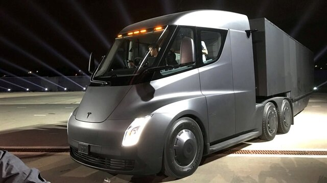 Tesla's new electric semi truck is unveiled during a presentation in Hawthorn, California, U.S., November 16, 2017.