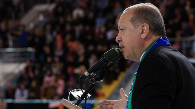 Cumhurbaşkanı Recep Tayyip Erdoğan, Rize'deki İl Kongresi'nde Naim Süleymanoğlu'nun vefat haberini eline verilen kartvizitten öğrendi.