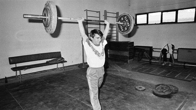 Rekorların peşinde bir ömür: Naim Süleymanoğlu