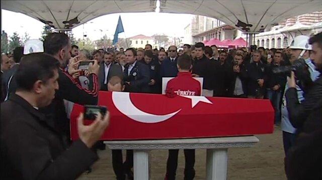 Ezeli rakibi Naim Süleymanoğlu'na tabutunu öperek veda etti