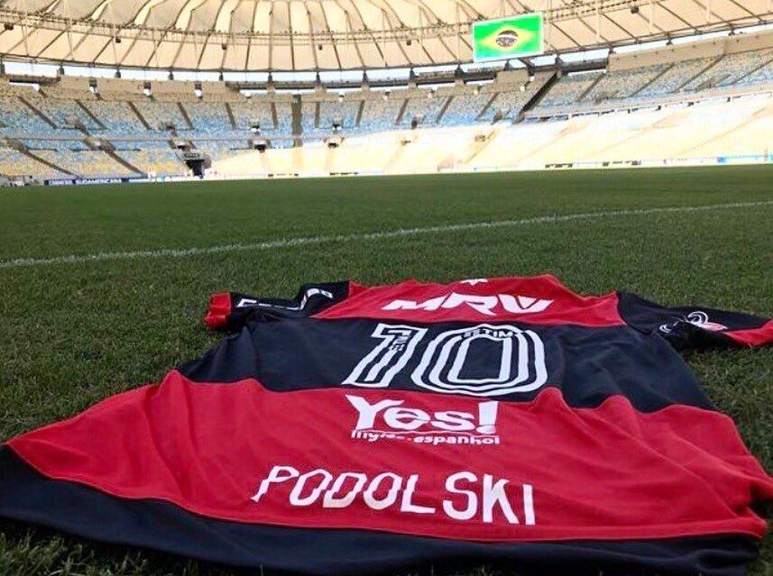 Flamengo'ya transfer olacağı konuşulan Podolski, İnstagram hesabında Flamengo ve Vinicius Junior'u takip etmeye başladı.