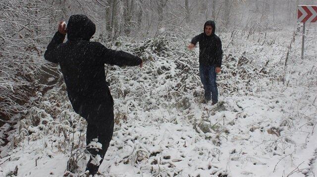 Kırklareli'nde kar yağışı hayatı olumsuz etkiliyor.