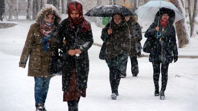 Erzurum'da kar kalınlığı 10 santimetreye ulaştı