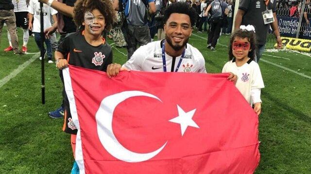 Colin Kazım'dan Türk bayraklı kutlama