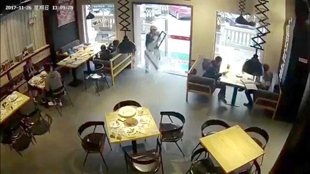 Cam kapıyı tuzla buz eden adam