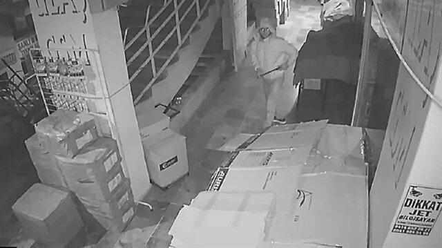 4 işyerini soyan hırsız kamerada