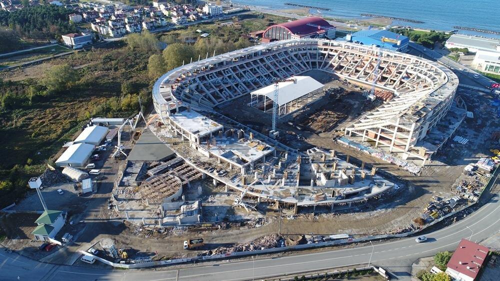 Yeni stadın kaba inşaatının yüzde 50'sinin tamamlandığı belirtildi.