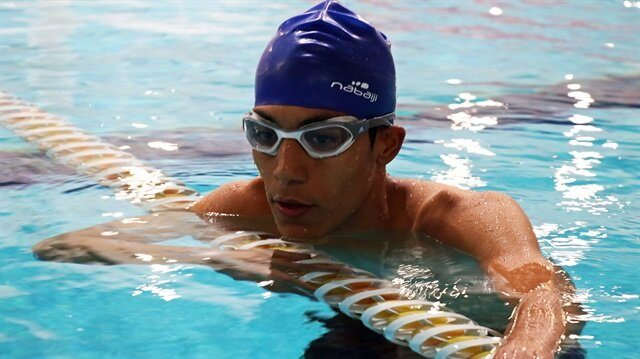 Blind Turkish swimmer Ercan Temur