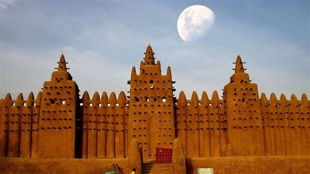 The mosque, which is located in the center of Djenné, is among the most interesting architectural works across the African continent.