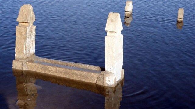 Baraj suları çekilince mezarlıklar yeniden ortaya çıktı