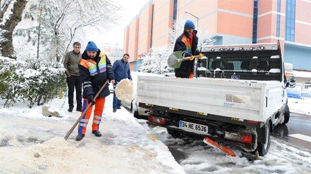 İstanbul'da kar araçları belirli noktalara yerleştirildi