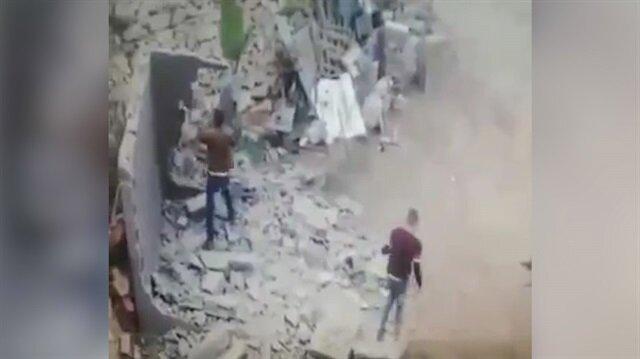 İşçinin elinden balyozu aldı, duvar üzerinde parçalandı