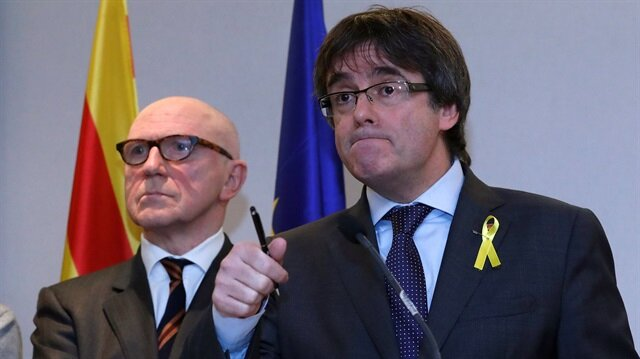 Ousted Catalan leader Carles Puigdemont and his lawyer Paul Bekaert take part in a news conference in Brussels