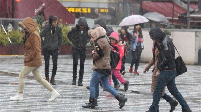 Samsun'da sağanak vatandaşları hazırlıksız yakaladı