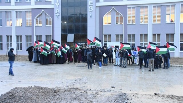 İlahiyat Fakültesi önünde Kudüs olayını protesto ettiler