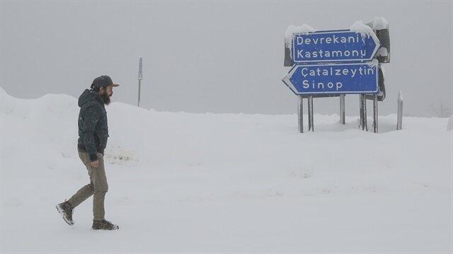 Kastamonu'da kar yağışı etkili oluyor.