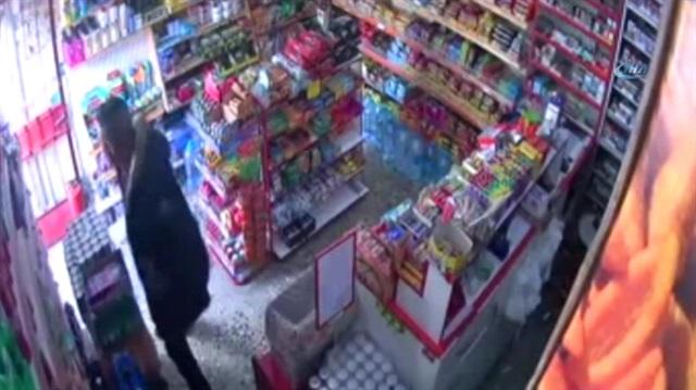 Çaldığı 5 bin 500 lirayı çorabına koyan hırsız