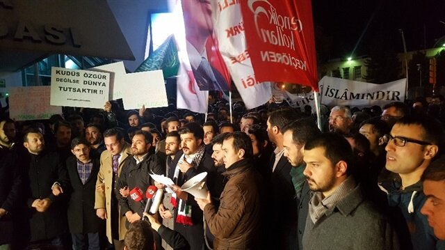 ABD Ankara Büyükelçiliği önünde toplanan grup ABD ve İsrail aleyhine sloganlar attı