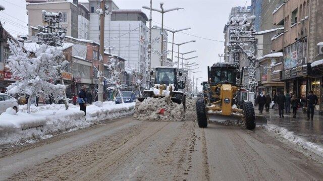 Yüksekova'da karla mücadele çalışmaları başladı