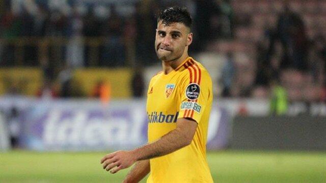 Deniz Türüç bu sezon sarı-kırmızılı formayla çıktığı 15 resmi maçta 3 gol atarken 5 de asit kaydetti.