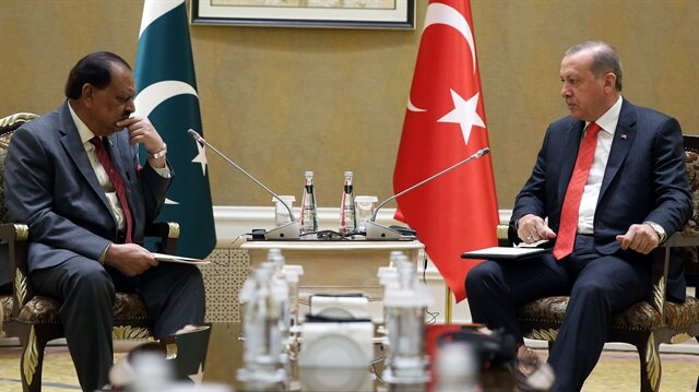 Turkish President Recep Tayyip Erdoğan and his Pakistani counterpart Mamnoon Hussain
