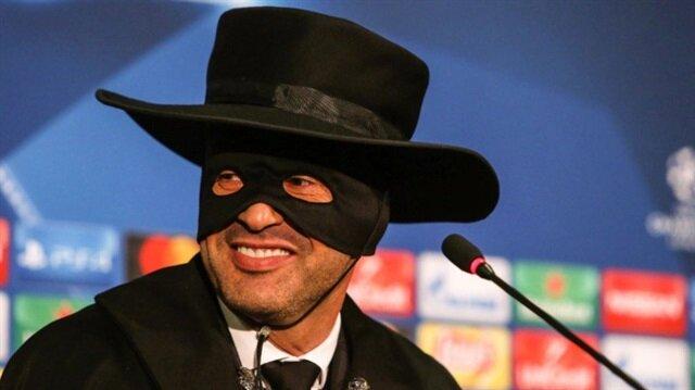 Fonseca'nın hayali karakter 'Zorro' kostümlü görüntüsü sosyal medyada günün konusu oldu.
