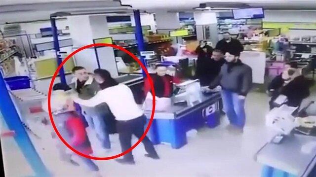 Ünlü marketteki hırsızı tek başına yakalayan cesur adam
