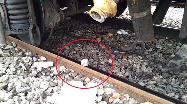 Devasa yük treninin çakıl taşı üzerindeki etkisi